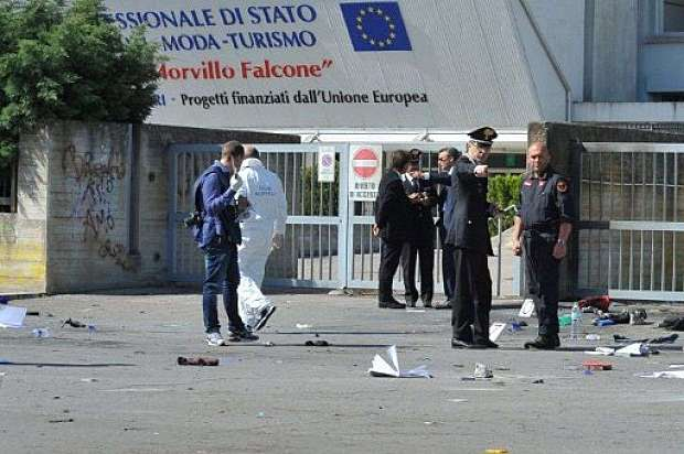 """Attentato al """"Morvillo Falcone"""" di Brindisi"""