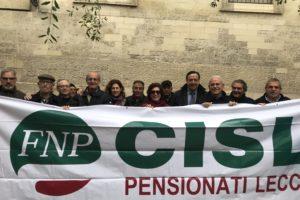 Manifestazione dei pensionati sotto la Prefettura per protestare contro i tagli alle pensioni previste dalla Legge di Stabilità